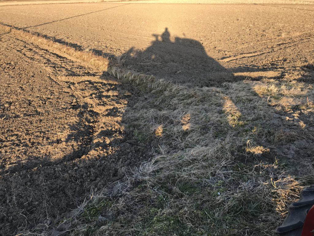 トラクターの影
